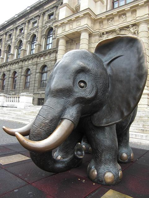 Elefant vor dem naturhistorischen Museum in Wien